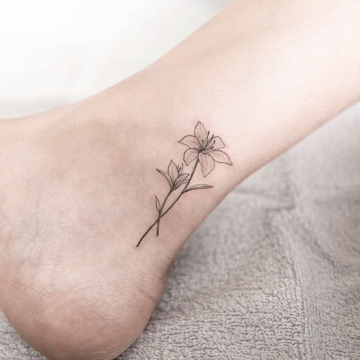 Small Flower Tattoos: 10 Minimalistic Tattoos
